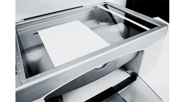 skanner som skannar ett a4 papper